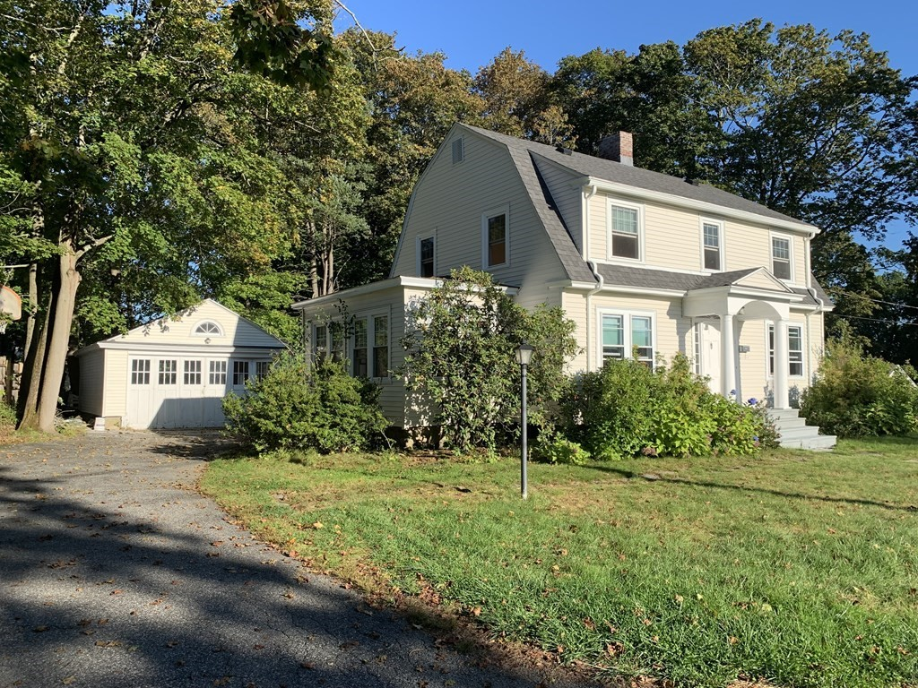 Refinished 4-Bedroom House In Shrewsbury Town Center