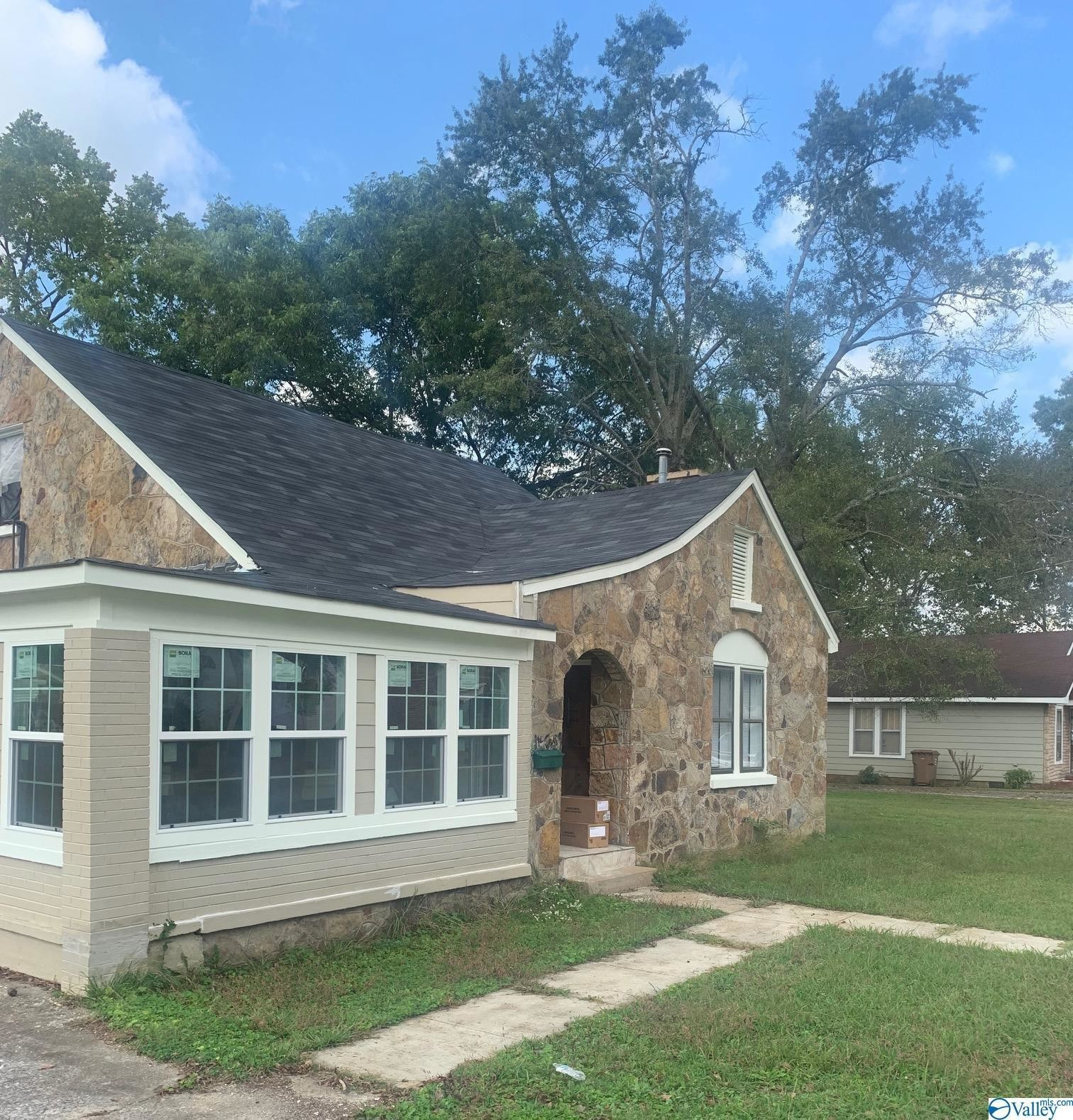 Refinished 4-Bedroom House In Moulton