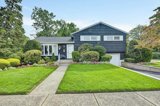 Updated 3-Bedroom House In Fair Lawn