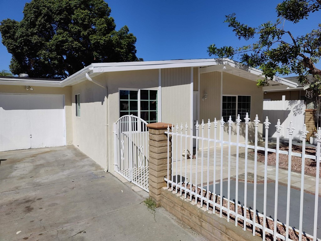Renovated 4-Bedroom House In Midway