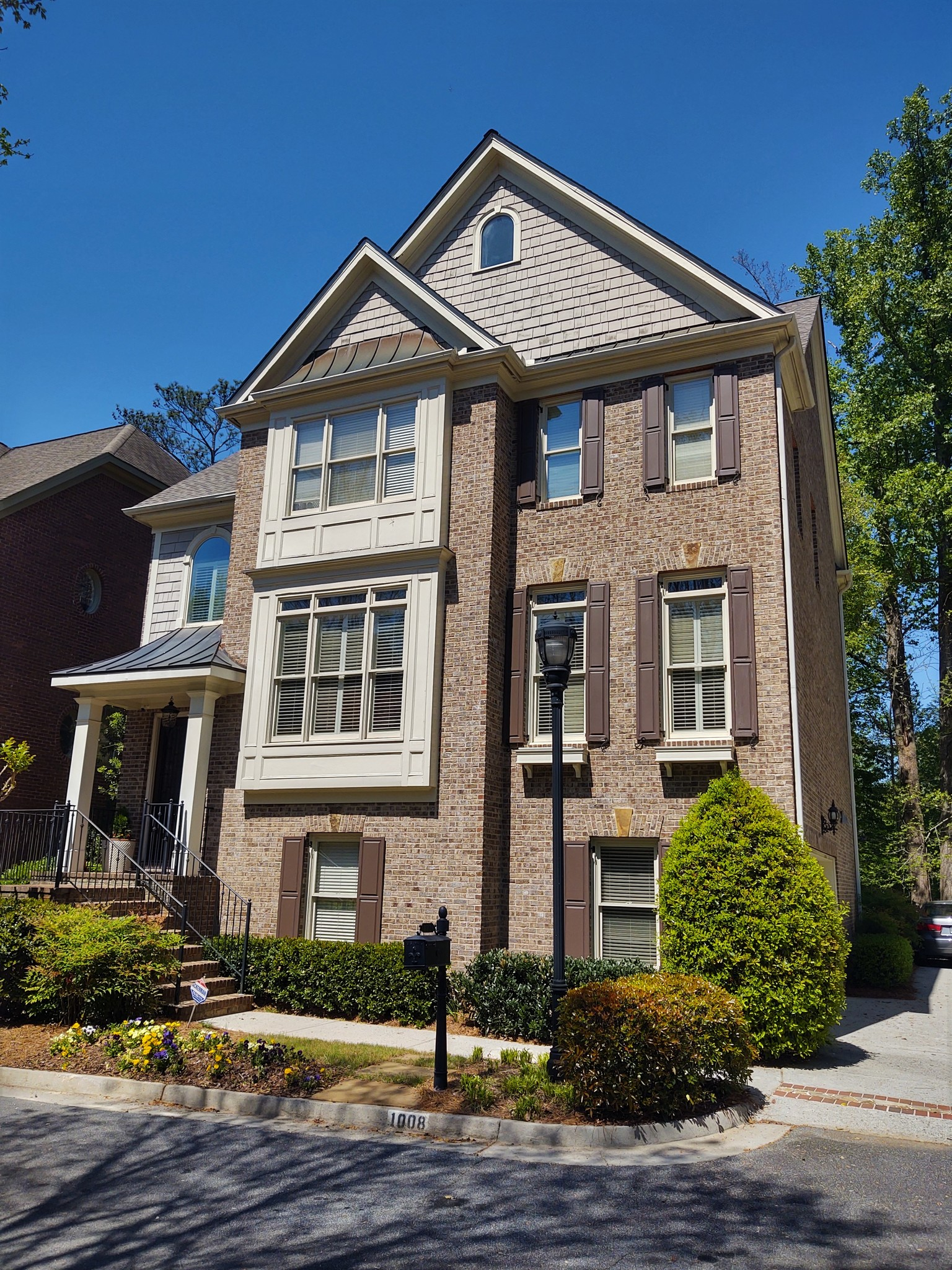4-Bedroom House In Madeline Manor Townhomes