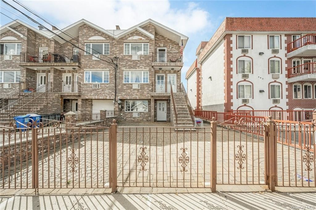 Private Multi-Family Home With Balcony