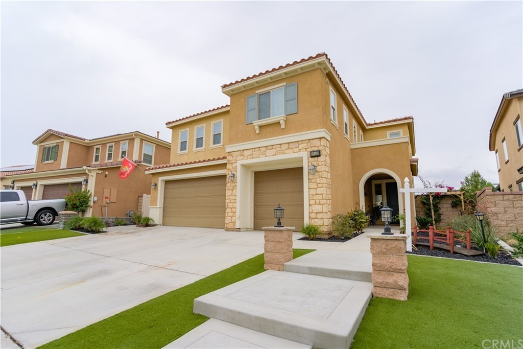 5-Bedroom House In Canyon Hills