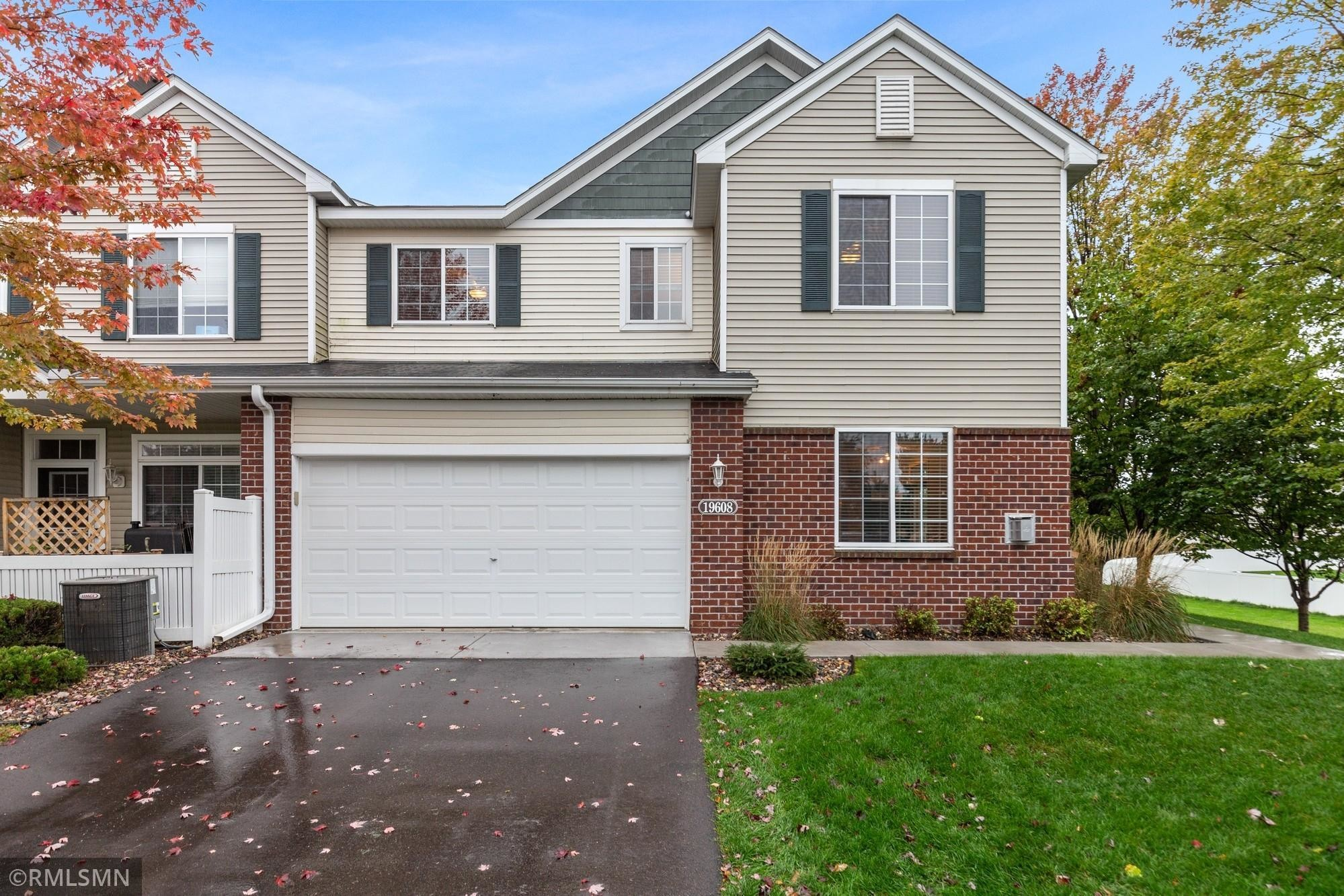 Updated 2-Bedroom Townhouse In Central Farmington