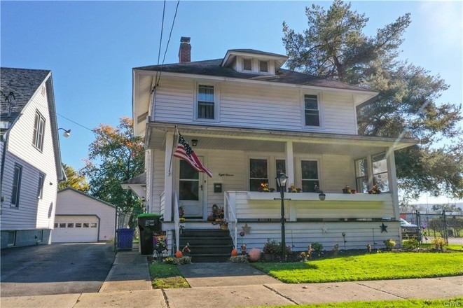 2-Story House In Herkimer