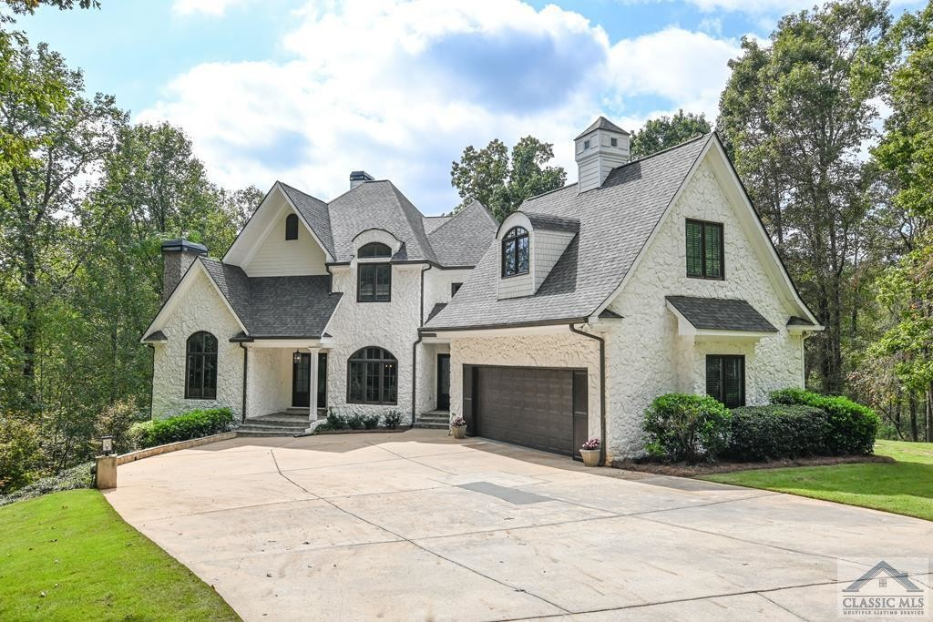 Upgraded 6-Bedroom House In Steeple Chase