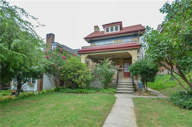 Stately 5-Bedroom House In West Park