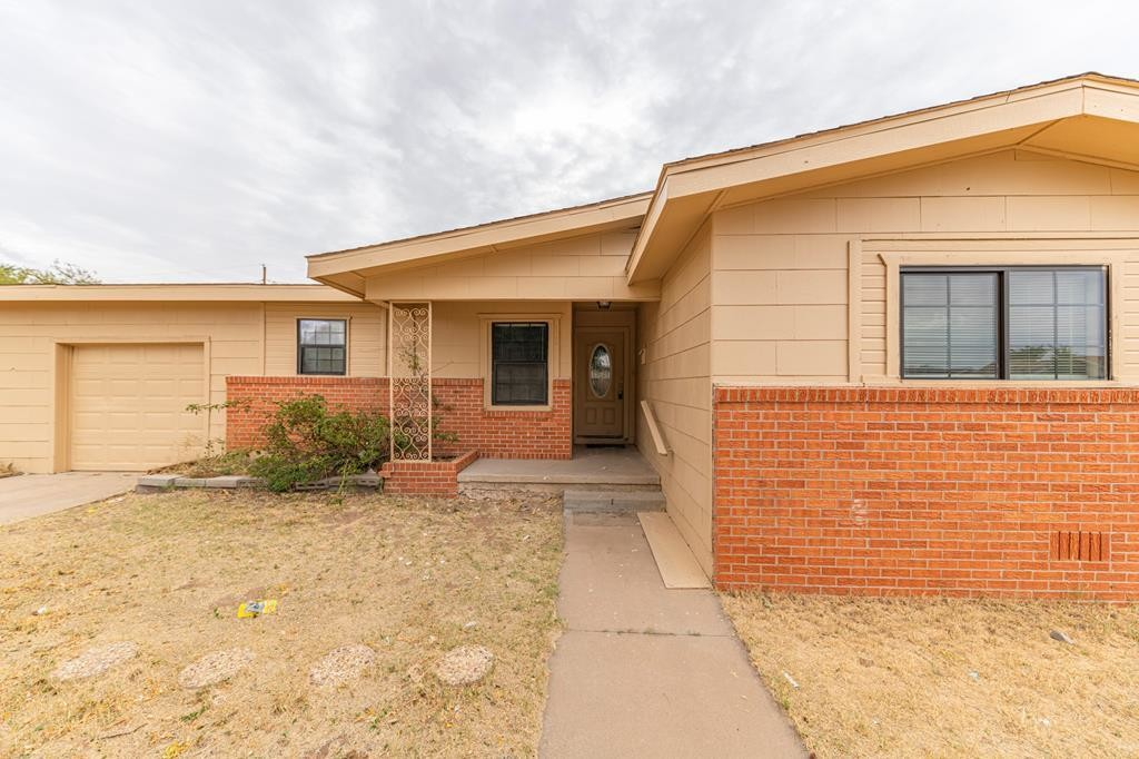 3-Bedroom House In Crescent Park
