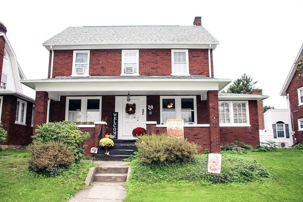 2-Story House In Lewistown