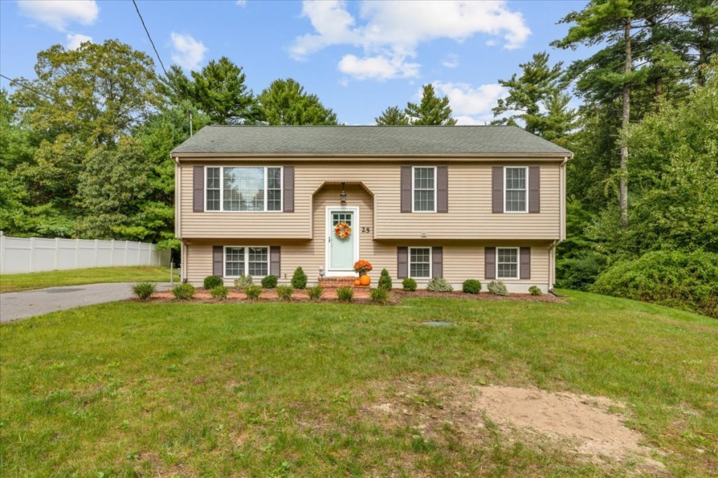 Updated 3-Bedroom House In Middleborough Center