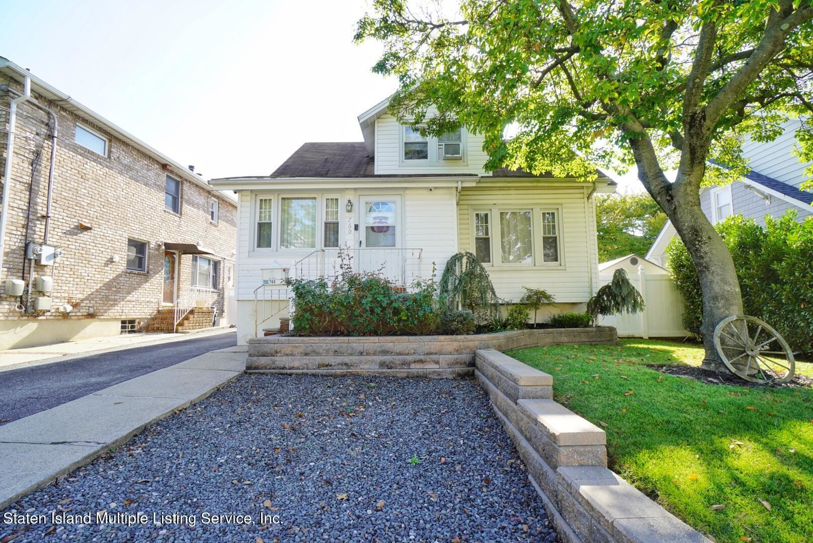 2-Story House In Annadale