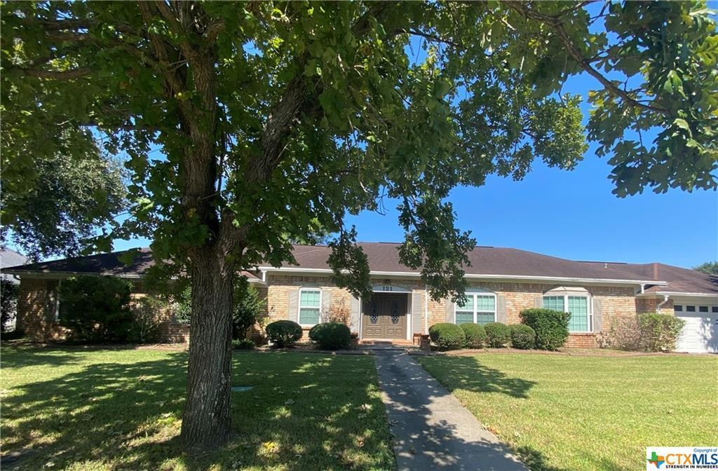Updated 4-Bedroom House In Brook Hollow Estates