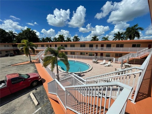 2-Story Condo In Downtown Ft Myers
