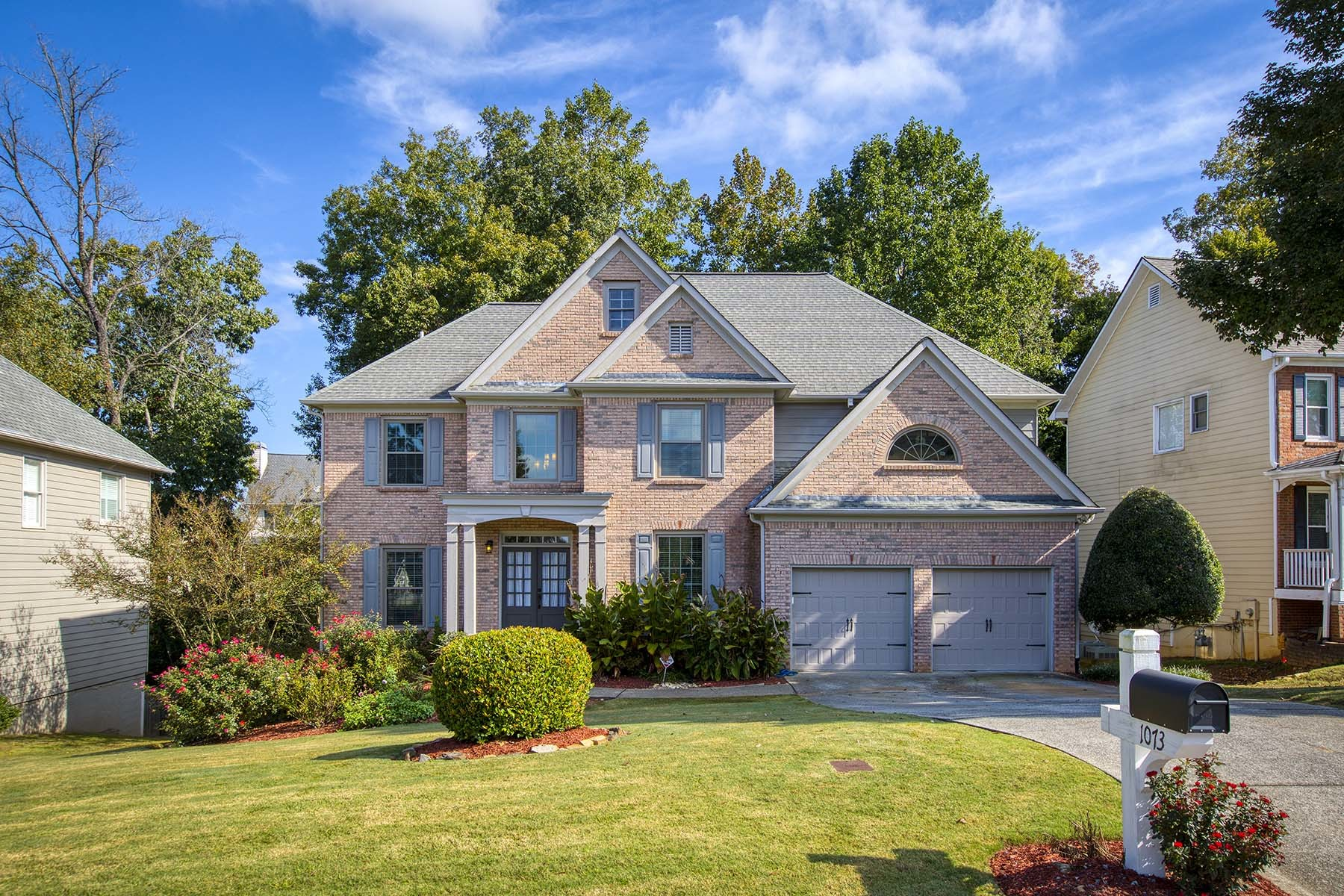 Stately 6-Bedroom House In McKendree Park