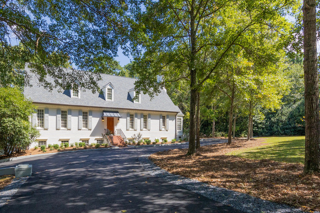 Luxurious 6-Bedroom House In Whitewater Creek
