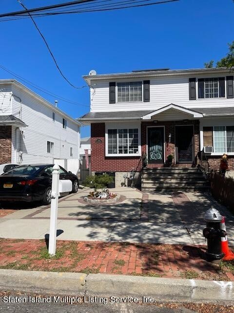 Renovated 3-Bedroom House In Staten Island