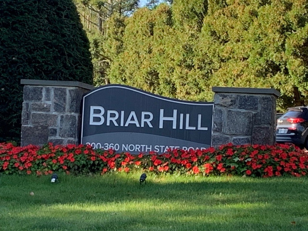 2-Bedroom House In Briarcliff Manor Village Center