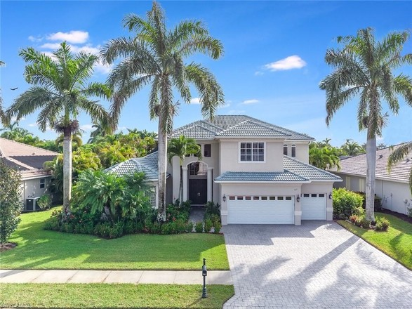 Renovated 5-Bedroom House In Naples Lakes Country Club