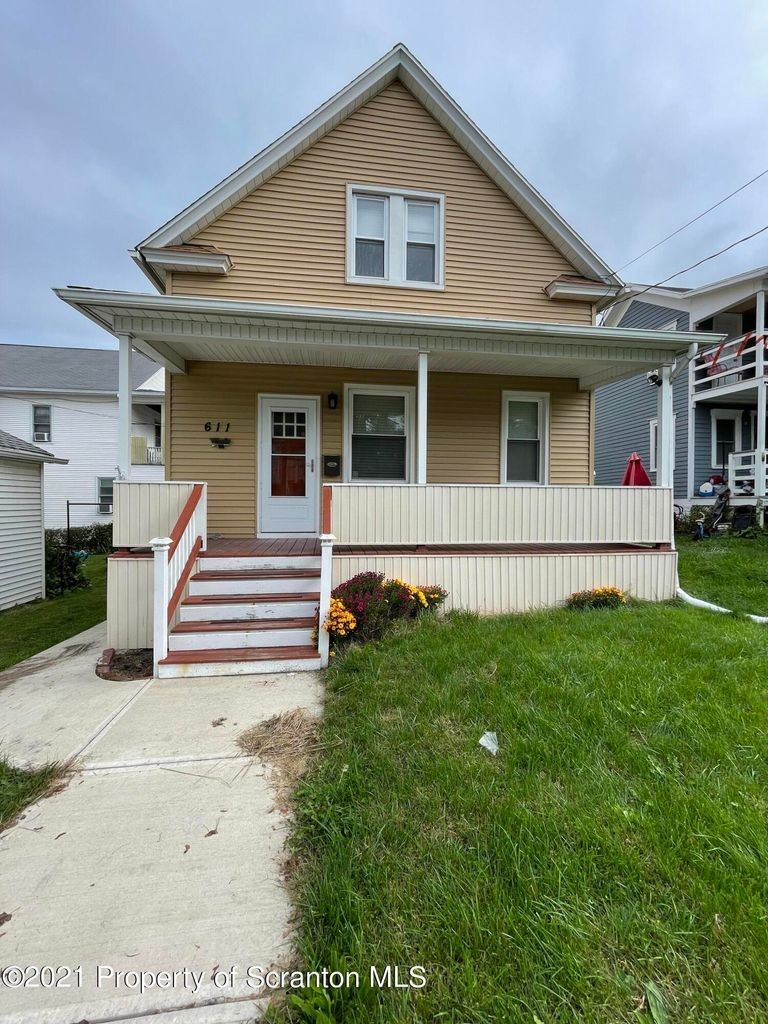 Updated 3-Bedroom House In South Side