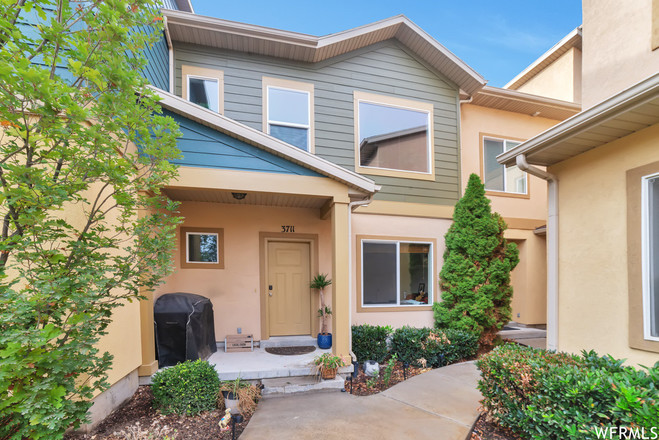 Renovated 2-Bedroom Townhouse In Country Crossing