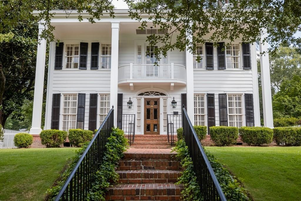 Refinished 3-Bedroom House In Wynn S Hill Overlook Historic District