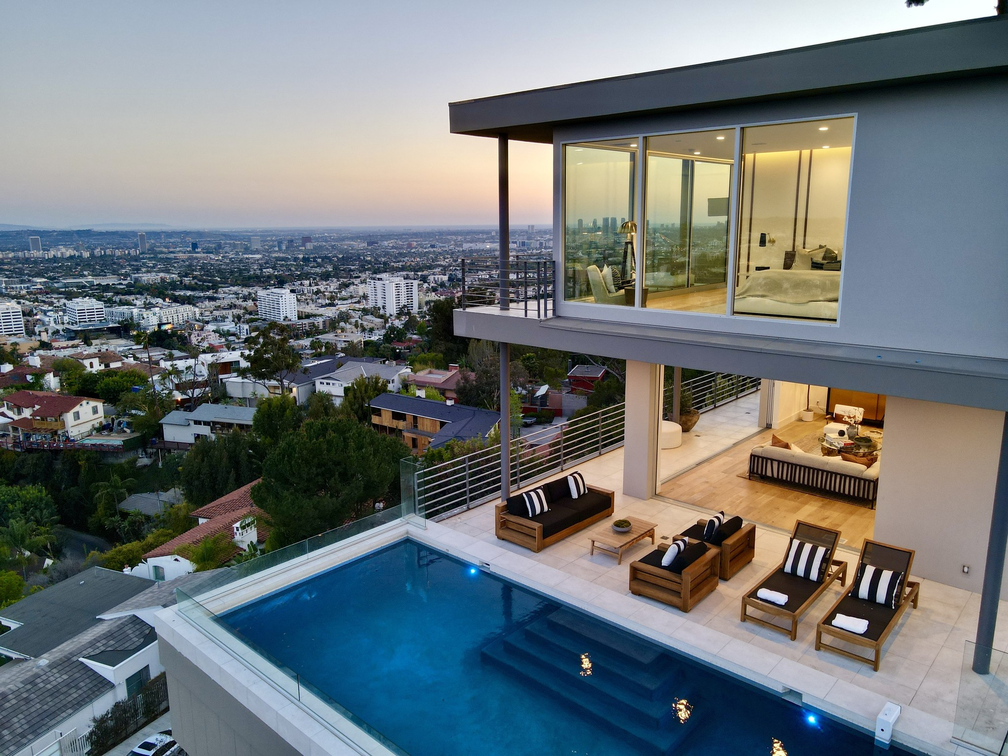Remodeled 4-Bedroom House In Hollywood Hills