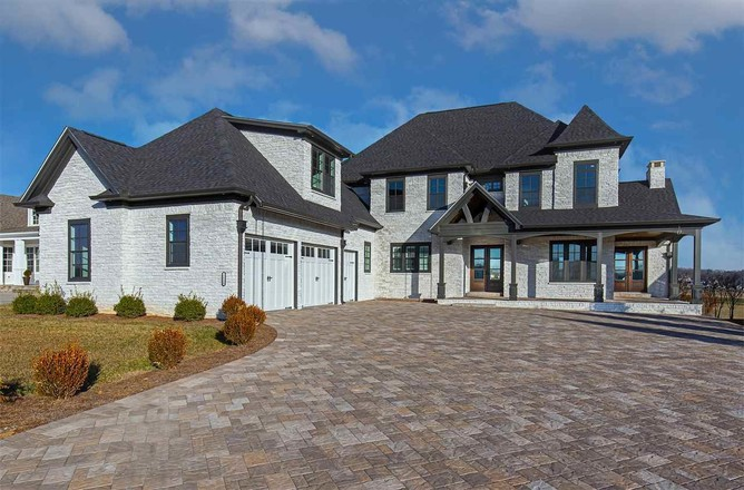 5-Bedroom House In Bowling Green