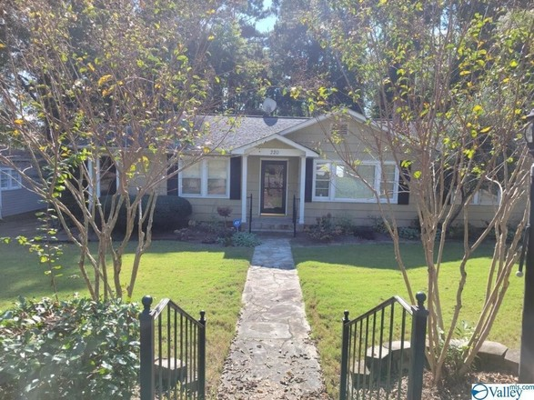 Updated 3-Bedroom House In Clubview Heights