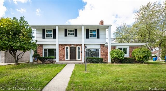 Updated 4-Bedroom House In Dearborn Heights