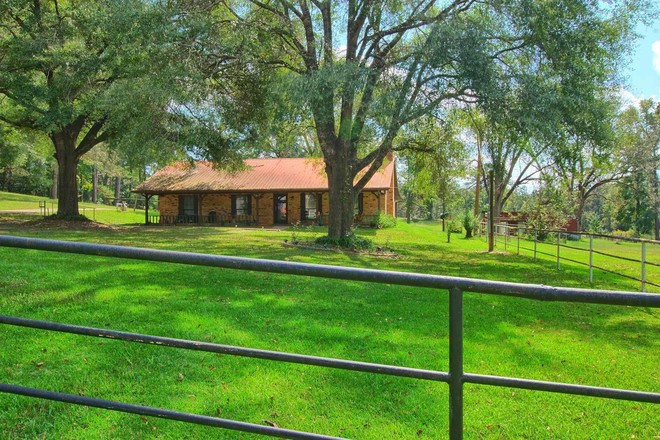 1-Story Farm In Burkeville