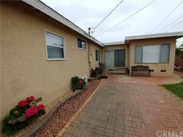 Remodeled 4-Bedroom House In South Carson