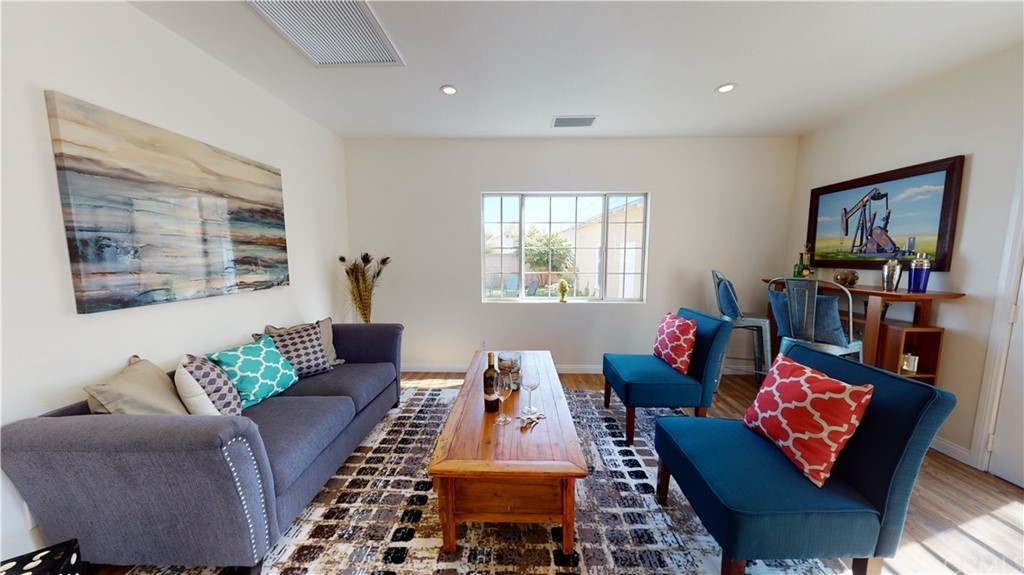 Refinished 4-Bedroom House In Bixby Knolls