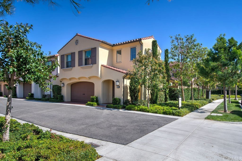 Luxurious 3-Bedroom Townhouse In Cypress Village
