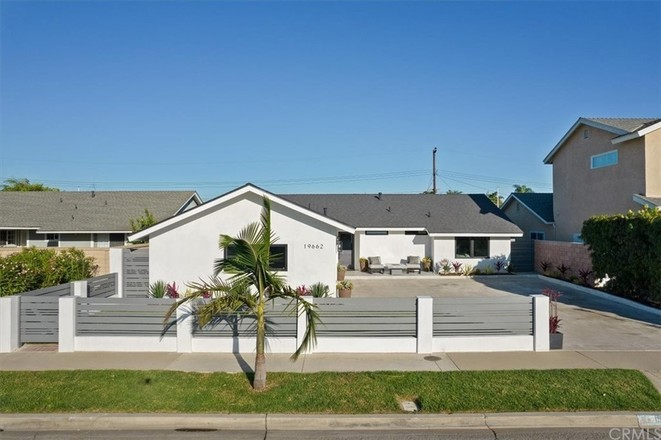 Remodeled 4-Bedroom House In Huntington Beach