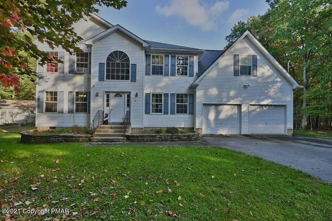 2-Story House In Albrightsville