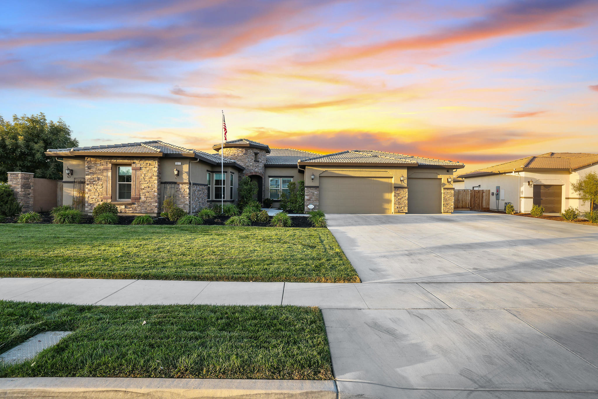Upgraded 4-Bedroom House In Palm Ranch