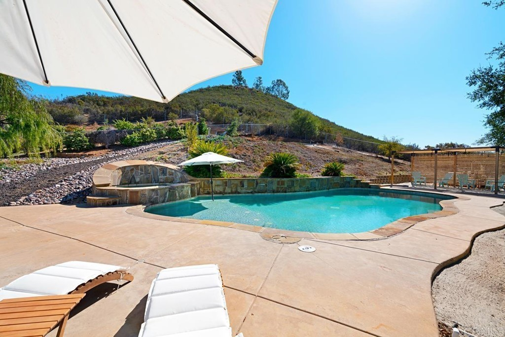 3-Bedroom House In San Diego Country Estates