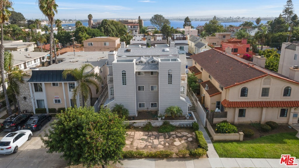 Updated 3-Bedroom Townhouse In Pacific Beach