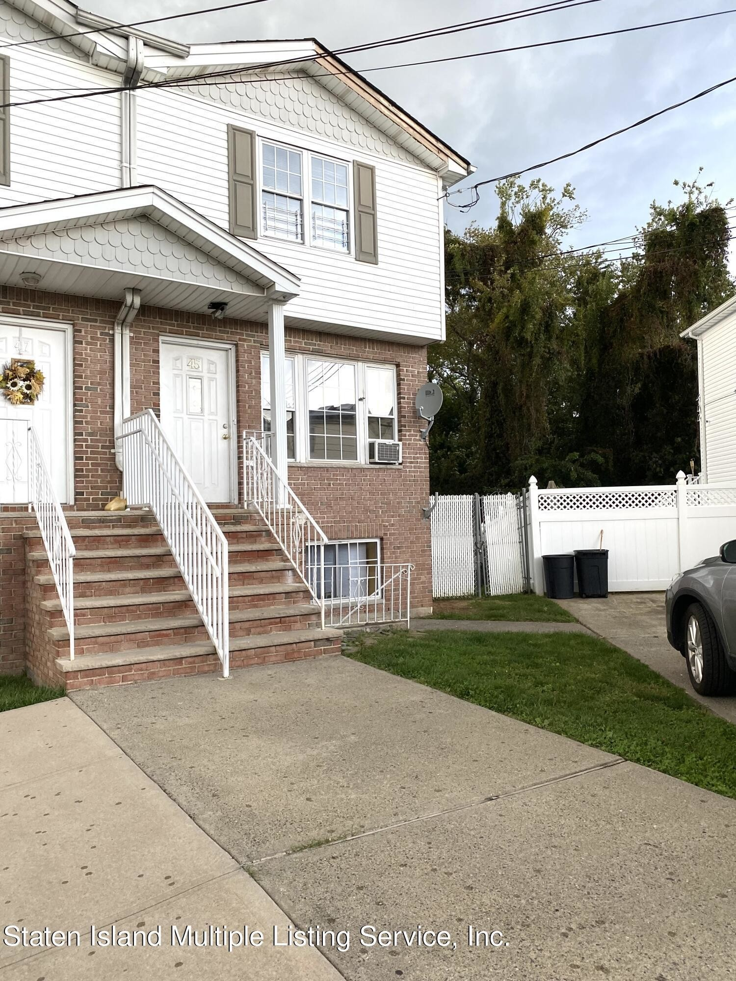 Multi-Family Home In Westerleigh