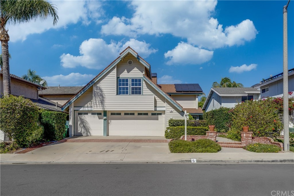 Upgraded 4-Bedroom House In Northwood