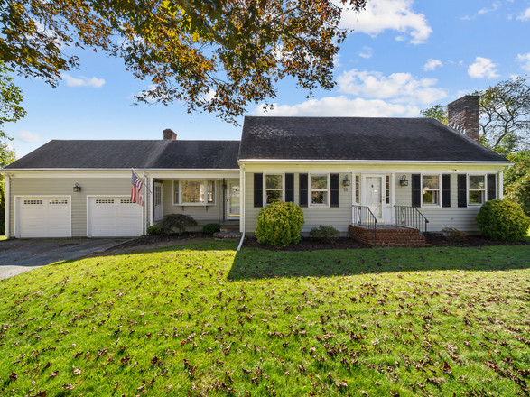Updated 3-Bedroom House In Tiverton
