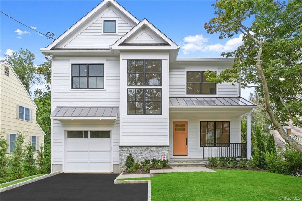 Chic 5-Bedroom House In East Scarsdale