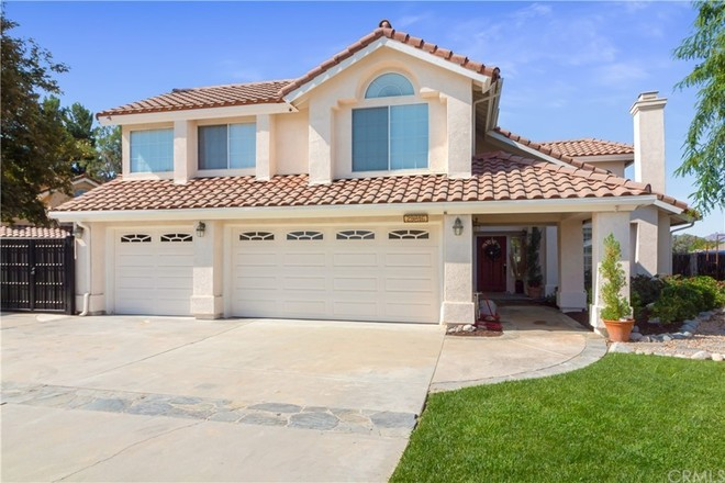 Upgraded 5-Bedroom House In Meadowview Estates