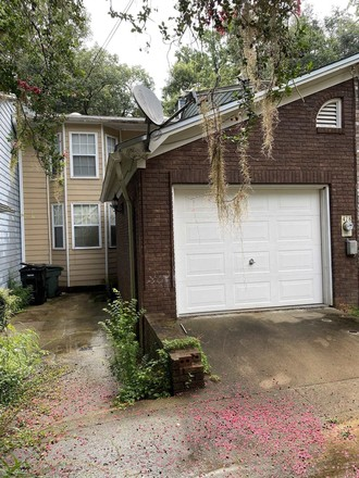 2-Story Townhouse In Brookfield