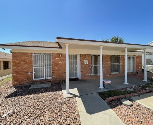Updated 4-Bedroom House In Summit Place
