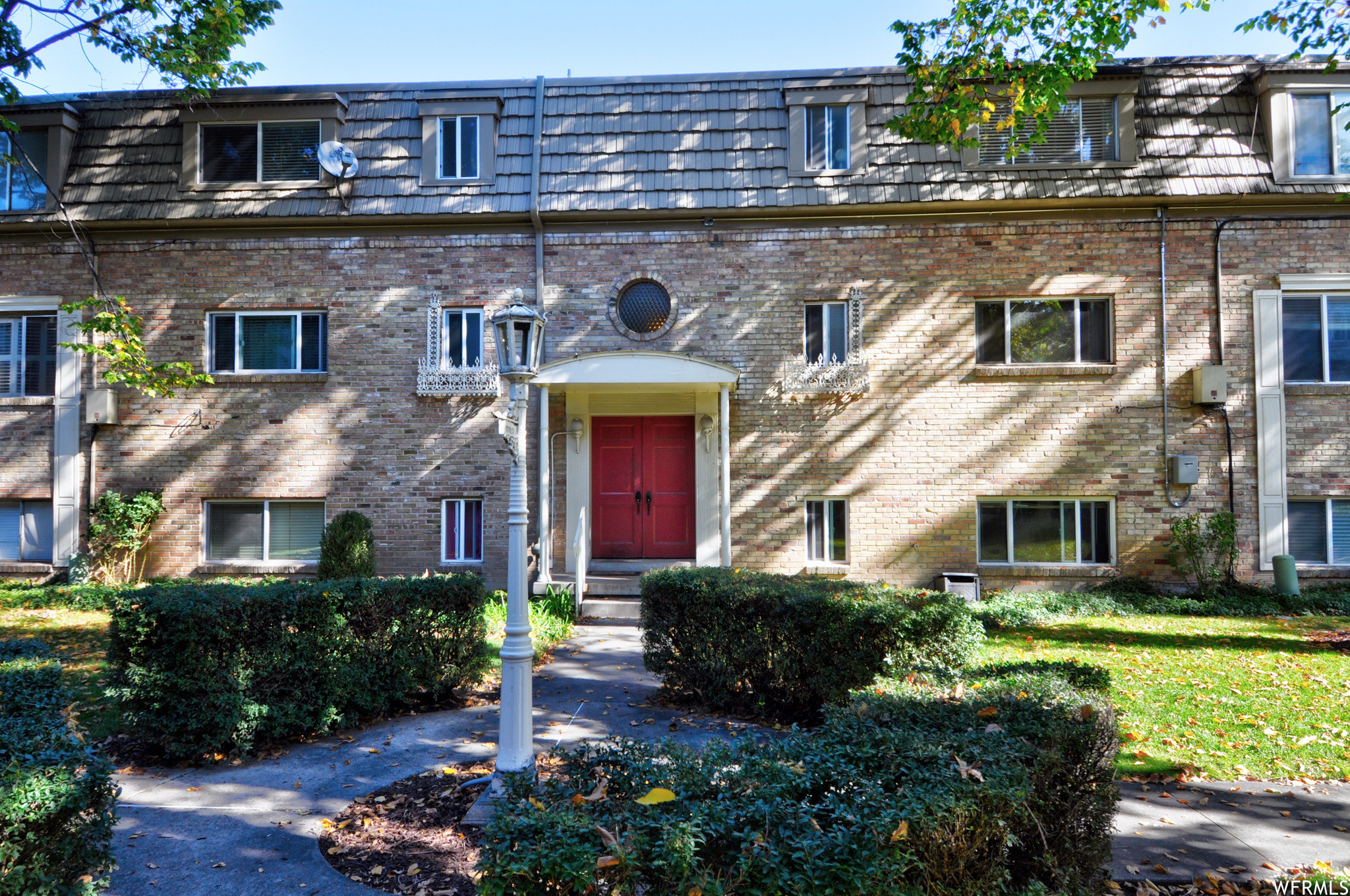 1-Story Condo In Historic Holladay