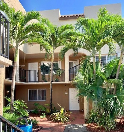 Remodeled 3-Bedroom Townhouse In Fountainebleau
