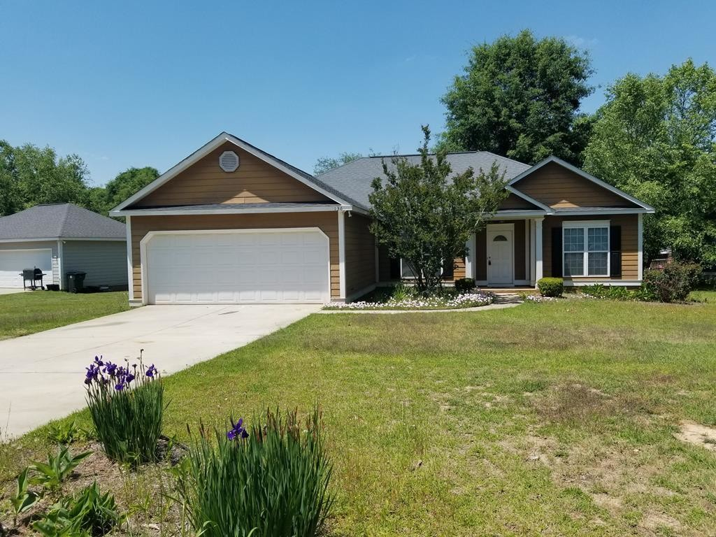 3-Bedroom House In Wooded Acres