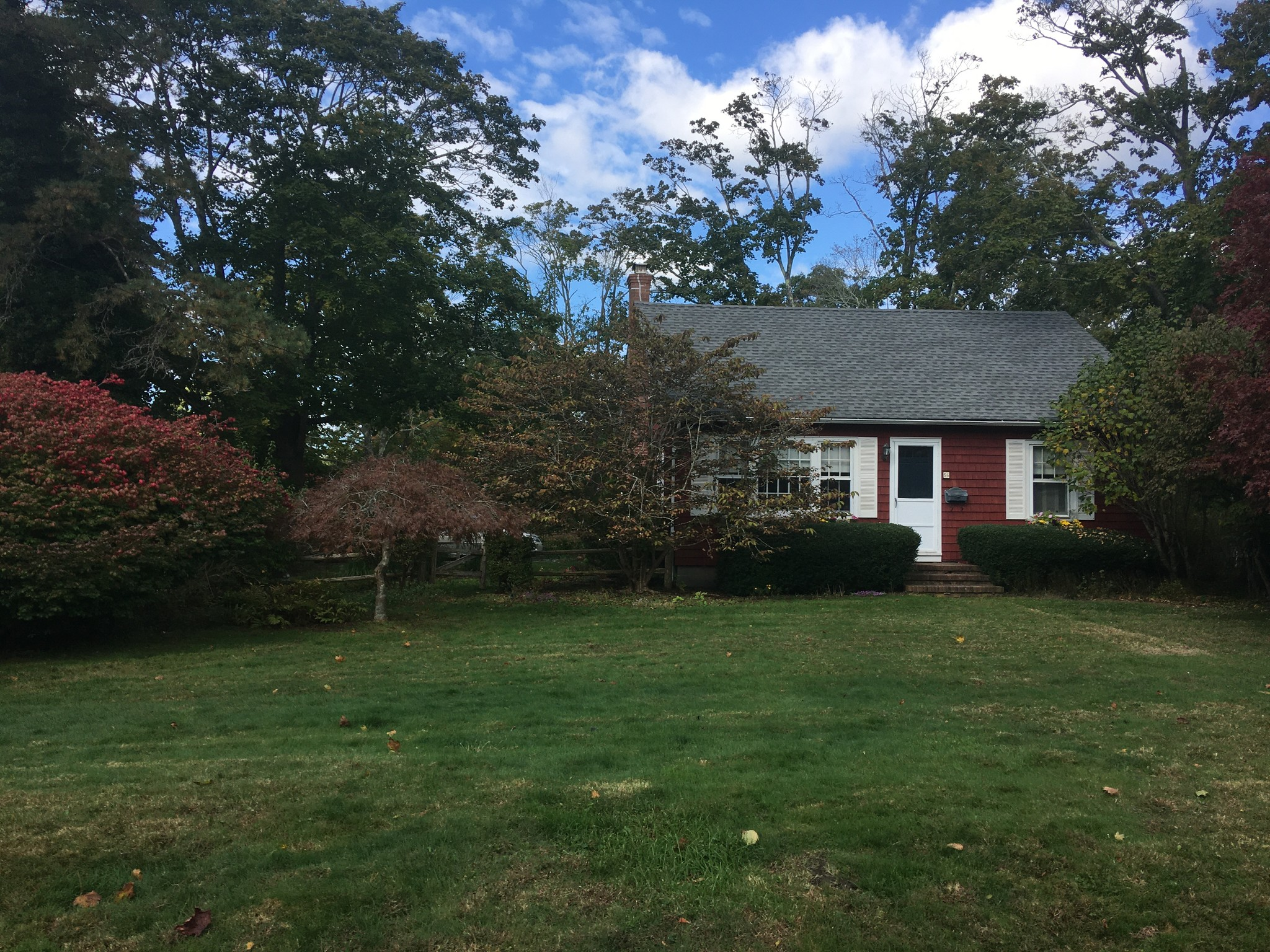 Updated 2-Bedroom House In Center Moriches