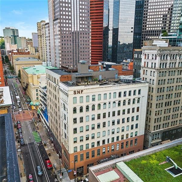 Remodeled 1-Bedroom Condo In Downtown Pittsburgh